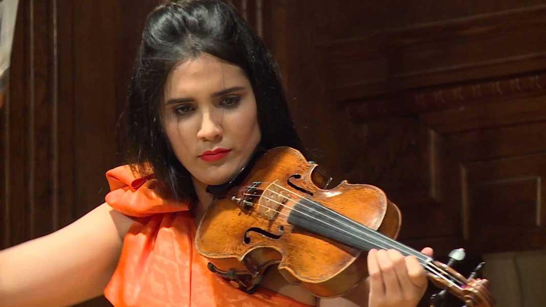 Aisha Syed en concierto en Miami celebrando el 172 aniversario Independencia RD