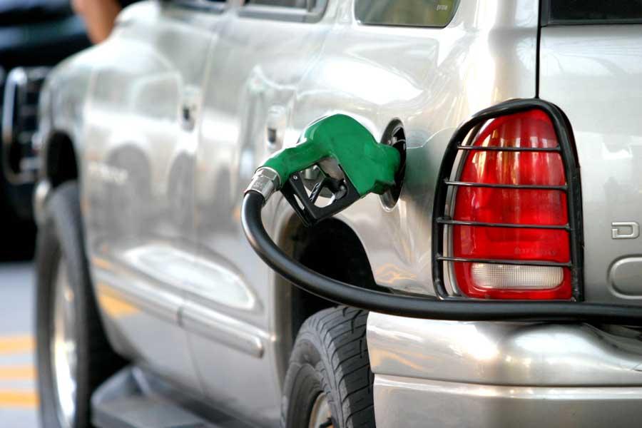 Bajan precios gasolinas pero suben otros combustibles