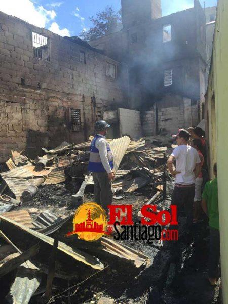 Fuego destruye 10 viviendas en El Fracatán de Santiago