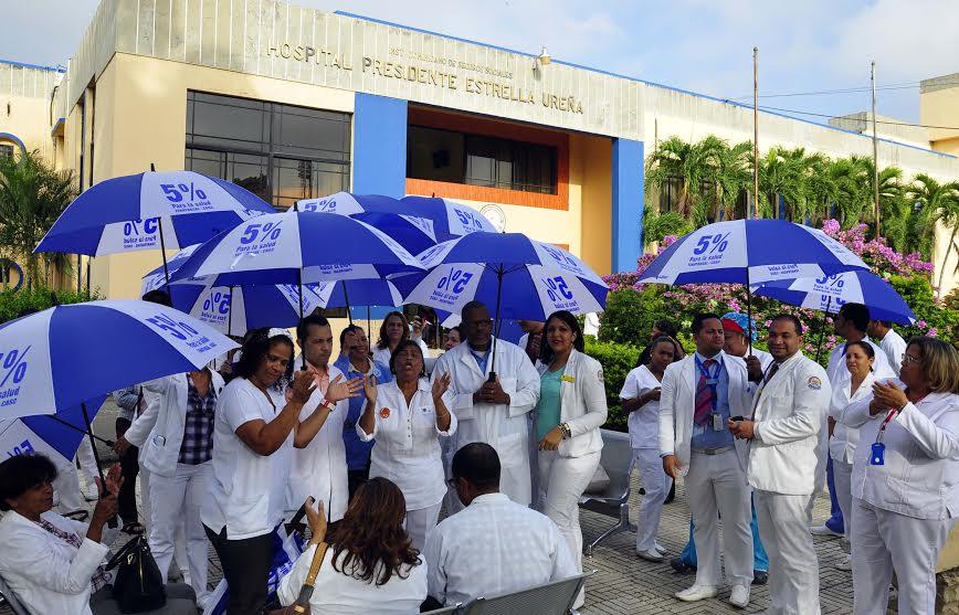 Santiago: Médicos acatan llamado a huelga