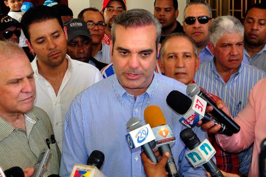 Luis Abinader critica incremento endeudamiento externo