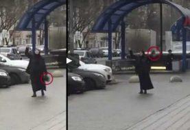 ¡Horror! Mujer decapita niña rusa y pasea su cabeza