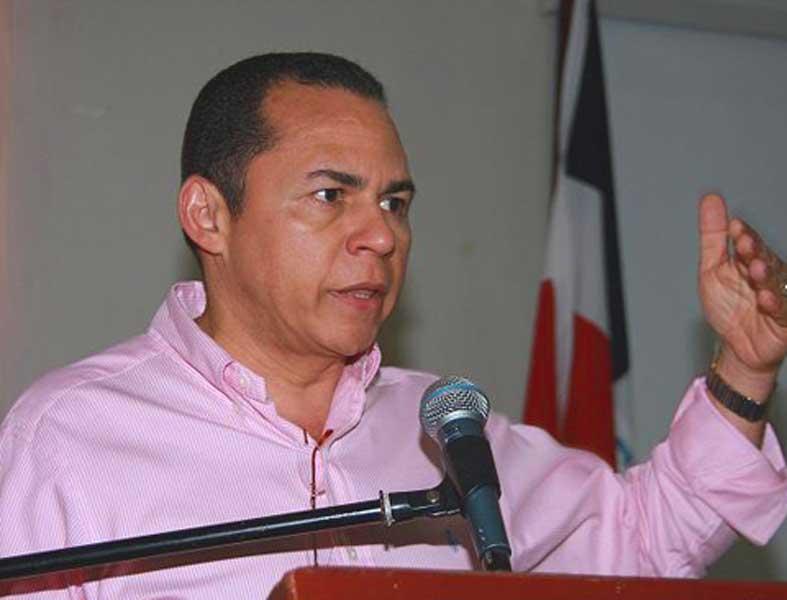 Remberto Cruz renuncia del PRM