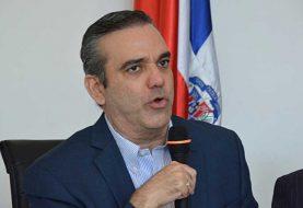 Abinader exhorta a las autoridades cumplir acuerdos con los médicos