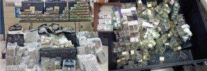 NUEVA YORK._ Investigadores del Departamento de Seguridad Nacional, agentes antidrogas de la policía en Brooklyn y patrulleros de la Policía Estatal en Milford (Connecticut), detuvieron en casos separados a los presuntos narcos dominicanos Víctor Báez y Rubén Abreu, a los que les confiscaron 300 libras de marihuana y cocaína (valorada) en $250.000 dólares en el mercado callejero. La policía dijo que los supuestos narcotraficantes, se agenciaban $10 millones de dólares al año por la venta de la droga. Los investigadores dijeron que Báez, fue arrestado en el vecindario de Greenpoint en Brooklyn, en compañía de un cómplice identificado como Phillips Feng, el miércoles de la semana pasada, transportando la marihuana en un recipiente que recogieron y transportaban en un camión, hacia el edificio 414 de la avenida Maspeth, donde fueron interceptados por los agentes. Los agentes encubiertos vieron Feng y Báez cargando el contenedor en el camión el 9 de marzo y luego lo pasaron a un carro que condujeron al edificio 234 de la calle Java. Los oficiales detuvieron a los dos hombres y encontraron la droga en el camión. Los investigadores obtuvieron una orden de registro el día siguiente para allanar el local de la calle de Java, donde encontraron más de 100 libras de marihuana, setas, PCP líquido y hormonas de crecimiento humano, con valor de $2.5 millones de dólares. También confiscaron $100.000 en efectivo y un revólver calibre .22. Feng y Báez, que ambos residentes en Brooklyn, fueron acusados de venta criminal de marihuana, posesión criminal de un arma, posesión criminal de marihuana, posesión criminal de una sustancia controlada y posesión criminal de parafernalia de drogas. Fueron procesados en la Corte Criminal de Brooklyn el viernes último. EN CONNECTICUT En el caso de Milford en Connecticut, la Policía Estatal dijo que patrulleros detuvieron a Abreu, de 46 años de edad, el sábado por la mañana, cuando encontraron 9 libras de cocaína en su coche después de que fue deten