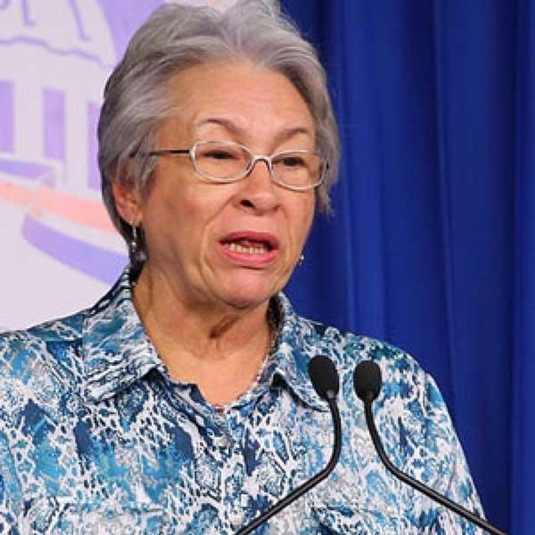 Ministra Salud critica huelga médicos