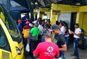 Pasajeros copan servicios autobuses y minibuses
