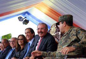 Presidente Medina encabeza desfile en Santiago