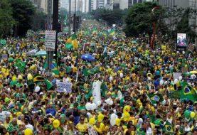 """Brasil: Millones piden """"fuera Dilma"""""""