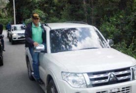 Yipeta oficial gobernador Moca en caravana