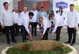 Danilo Medina da primer palazo hotel Hampton Hilton