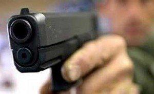 Matan agente policial y dos civiles resultan heridos