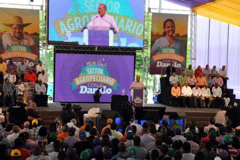 Danilo Medina llama a votar temprano