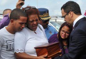 Llegan RD afectados terremoto Ecuador