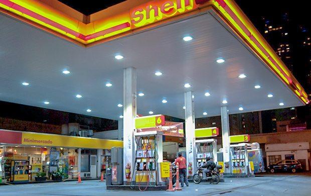 Bajan cuatro pesos los combustibles
