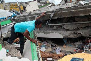 Sube a 246 muertos por terremoto Ecuador