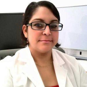 Radióloga muere en accidente tras ser atracada
