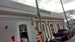 PN investiga once personas por asalto banco