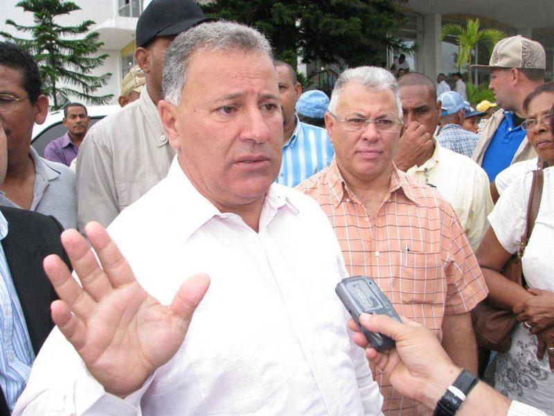 Gilberto Serulle inicia cancelaciones masivas