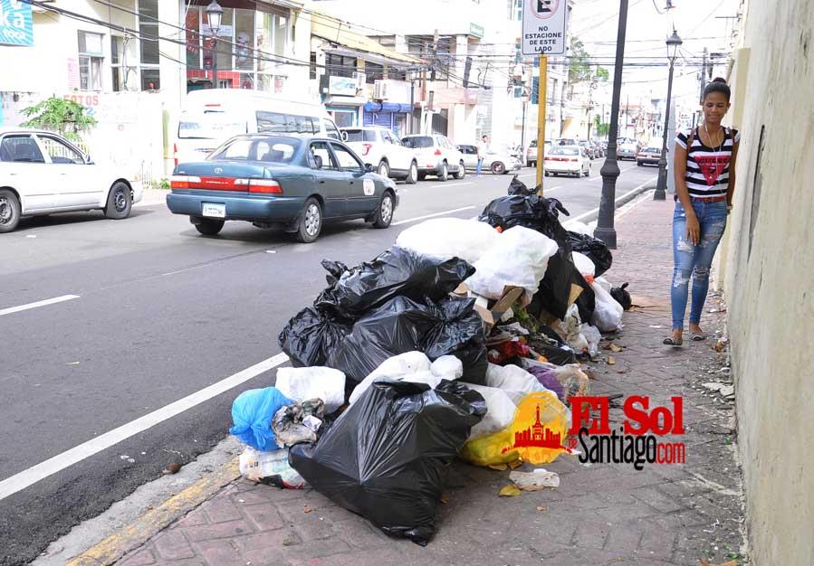 Vertederos en calles de Santiago
