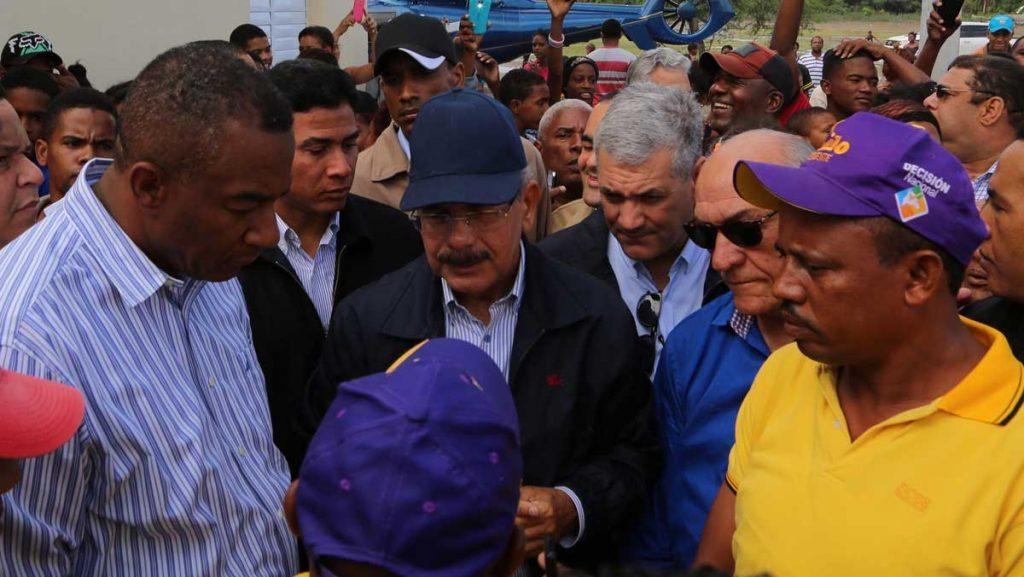 Danilo acude en auxilio familias Ocoa y Azua