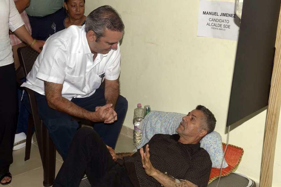Abinader visita excandidatos en huelga de hambre