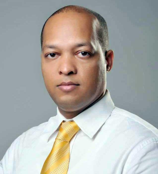 Renuncia director ejecutivo campaña Serulle