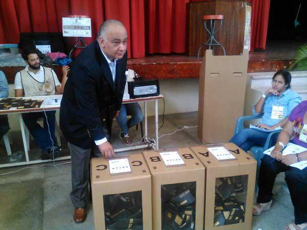 Ruben Reynoso denuncia compra cédulas