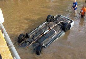 Muere ahogado al caer vehículo al río Amina