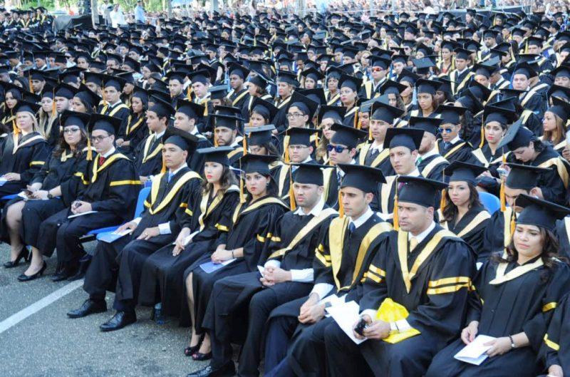 PUCMM gradúa 1,019 nuevos profesionales