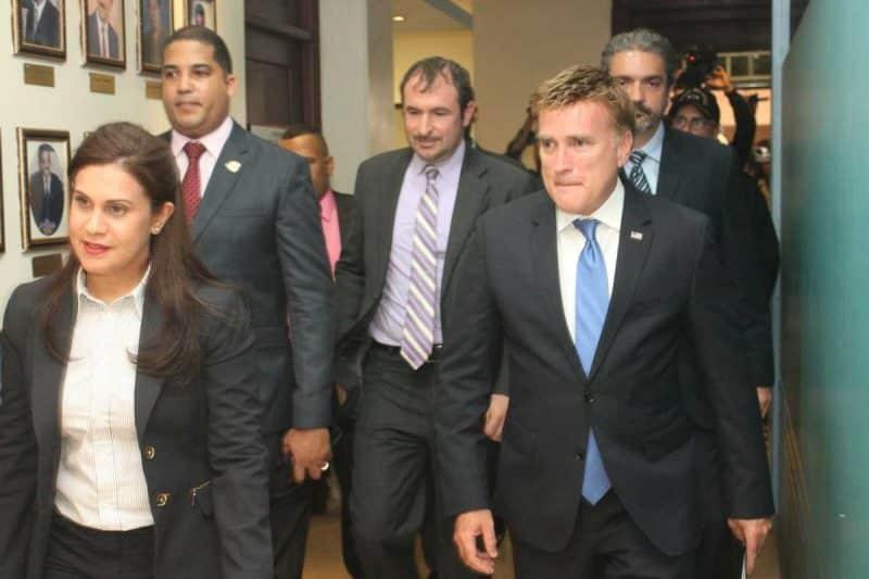 Embajador y fiscal Santiago tratan crimen organizado