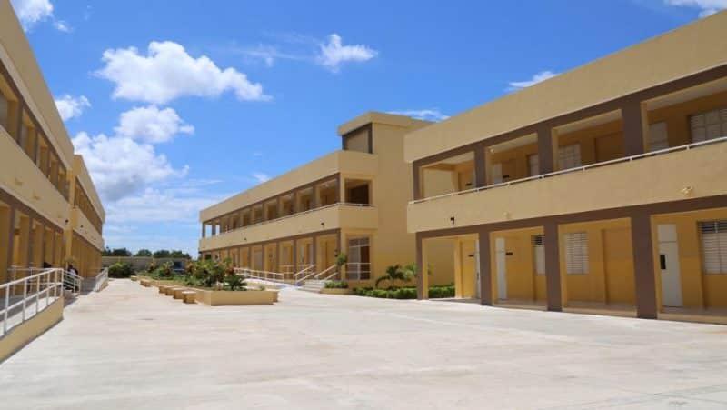 Gobierno entrega tres nuevas escuelas en Barahona