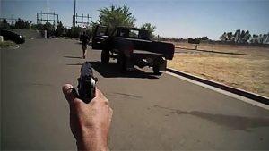 Policías matan joven desarmado en Fresno