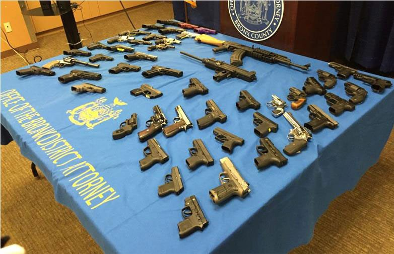 Cuatro dominicanos acusados por tráfico armas