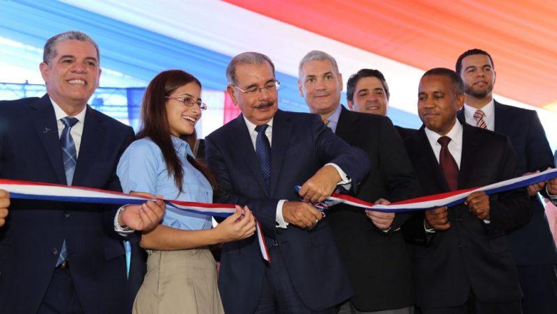 Gobierno entrega de 693 nuevas aulas y 5 estancias