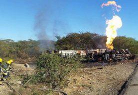 Montecristi: Camión cargado GLP se accidenta y se incendia