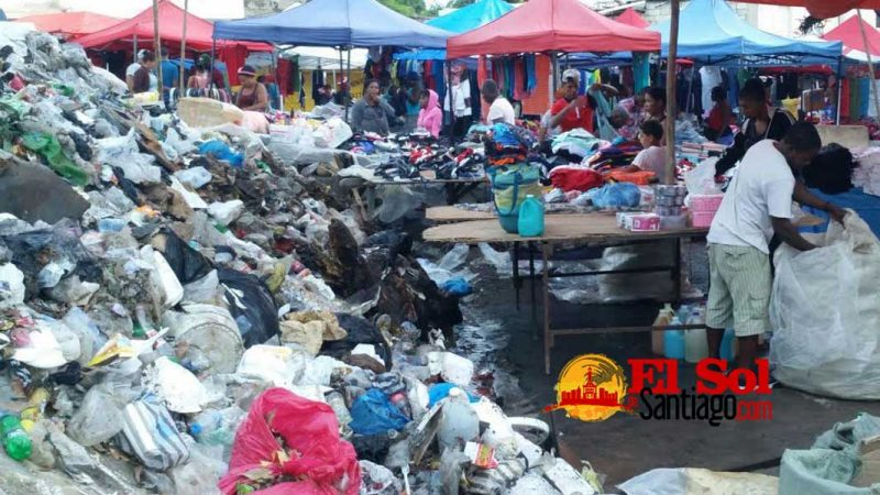 Mercado de Pueblo Nuevo entre basura