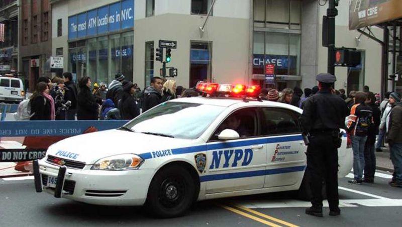 Suspenden 2 policías en El Bronx por dejar escapar dominicano esposado