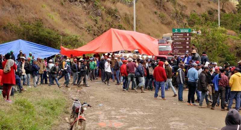 Campesinos Valle Nuevo otorgan compás de espera