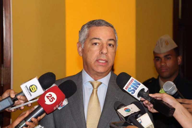 Ministro Hacienda dice es imposible reducir impuestos hidrocarburos