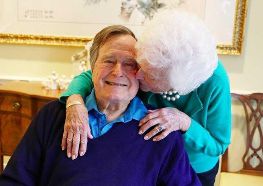 George y Barbara Bush hospitalizados