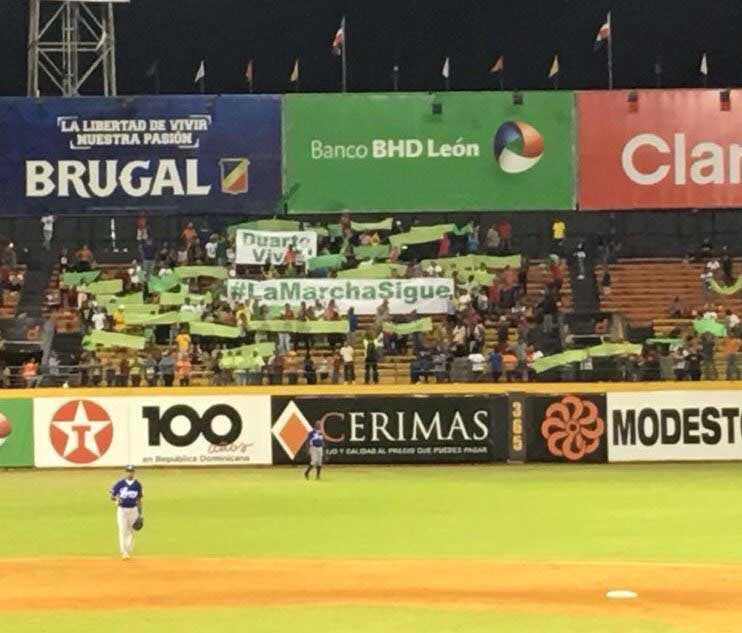 Tema de la marcha contra impunidad llegó anoche al estadio Cibao