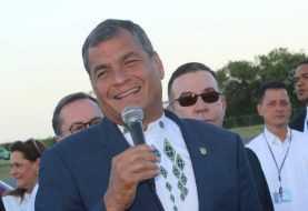 Solicitan a la Interpol el arresto del expresidente Correa