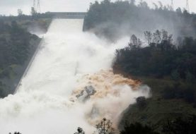 Evacúan a 188 mil personas por daños en una represa de California