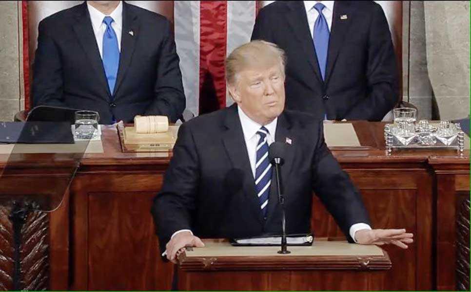 """Trump: """"Pronto comenzaremos la construcción de un gran muro en nuestra frontera sur"""""""