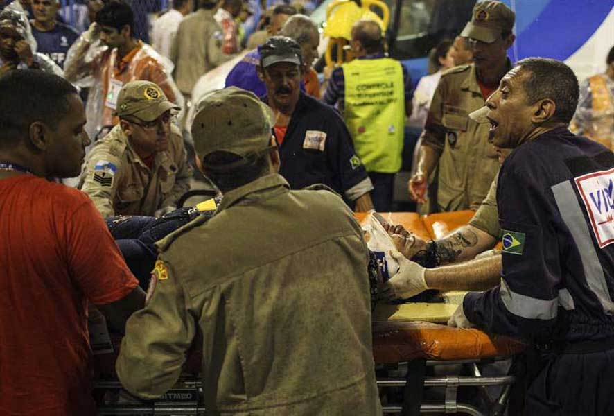Doce heridos tras colapsar carroza en Carnaval de Río