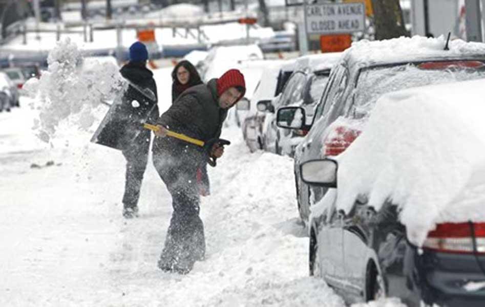 Como evitar multas por acumulación nieve frente a edificios  y posibles efectos al removerla