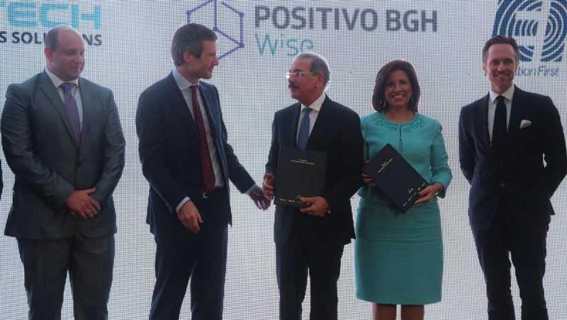 Danilo Medina conoce propuesta alianza para el futuro de la educación digital e inclusión