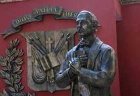 Danilo Medina honra a Juan Pablo Duarte; entrega Museo Casa de Cera