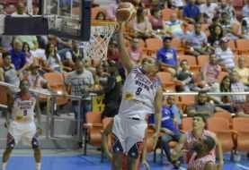 Pueblo Nuevo derrota a Sameji durante baloncesto de Santiago